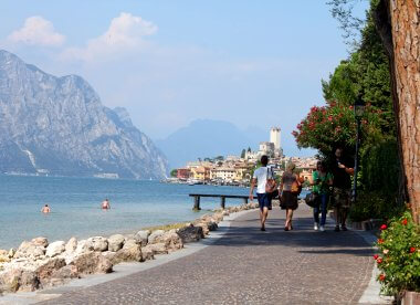 picture of malcesine on lake garda